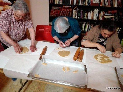 Lar de Noega -  Aprendemos a hacer galletas navideñas - Lar de Noega