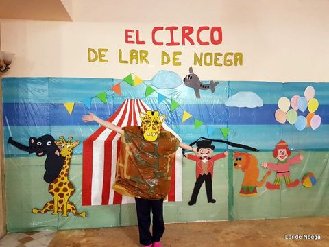 Lar de Noega -  Lar de Noega monta el circo por Carnaval - Lar de Noega