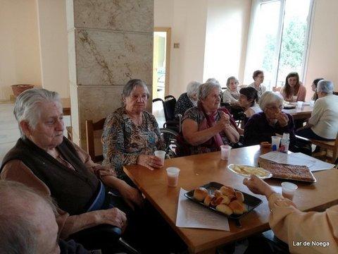 Lar de Noega -  Residentes y jóvenes estudiantes disfrutan de un Encuentro Intergeneracional en Lar de Noega - Lar de Noega